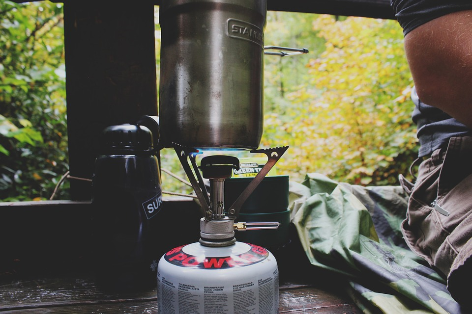 Canister stove with pot