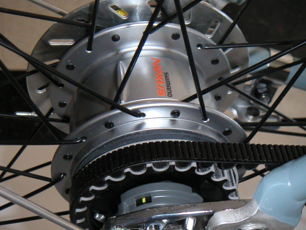 an internal gear hub with a belt drive
