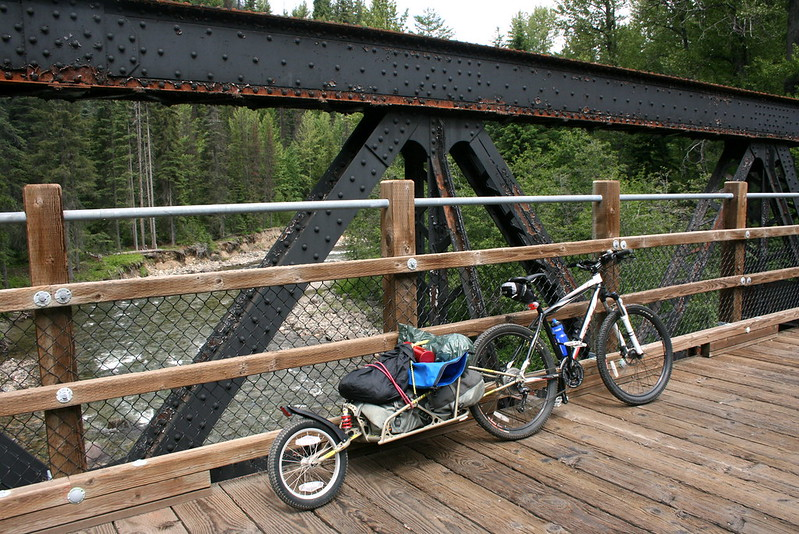 A touring bike with a single wheel cargo trailer