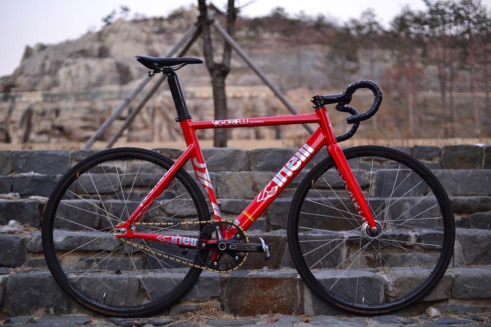 A fixed gear racing bike